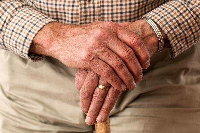 Могут ли приставы снимать деньги с пенсии